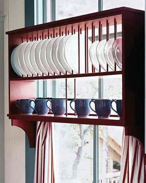 полка над занавесками на кухне