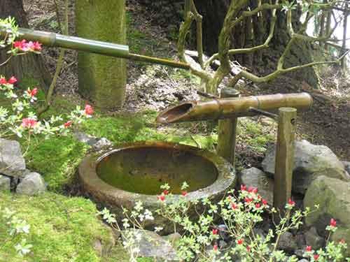 фонтан в японском саду