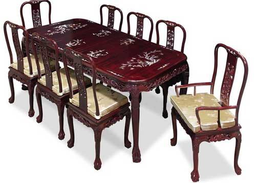 овальный обеденный стол и стулья