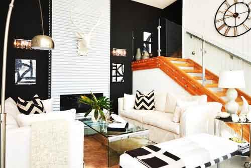 черно-белый интерьер со стальной стеной