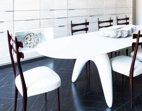 овальный стол в современном интерьере