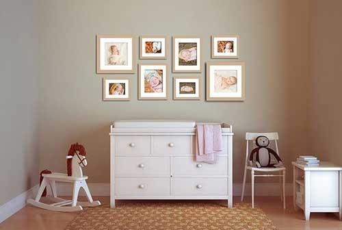 фотографии в детской комнате на стене