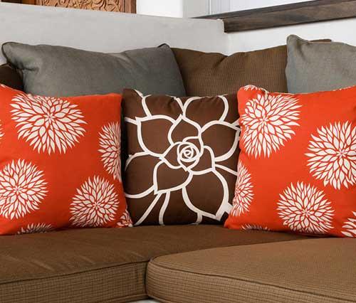 декоративные подушки с узором