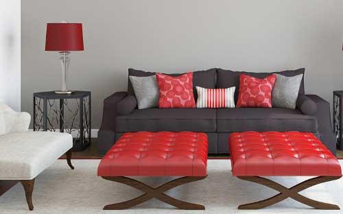 диванные подушки в красных тонах