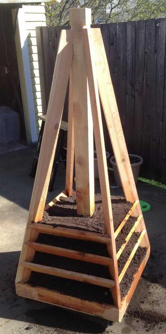почва для клубники в пирамиде
