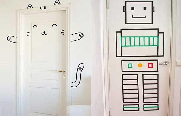 оформление дверей в детской с помощью воши тейп