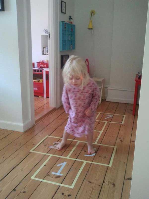 классики из клейкой ленты в детской